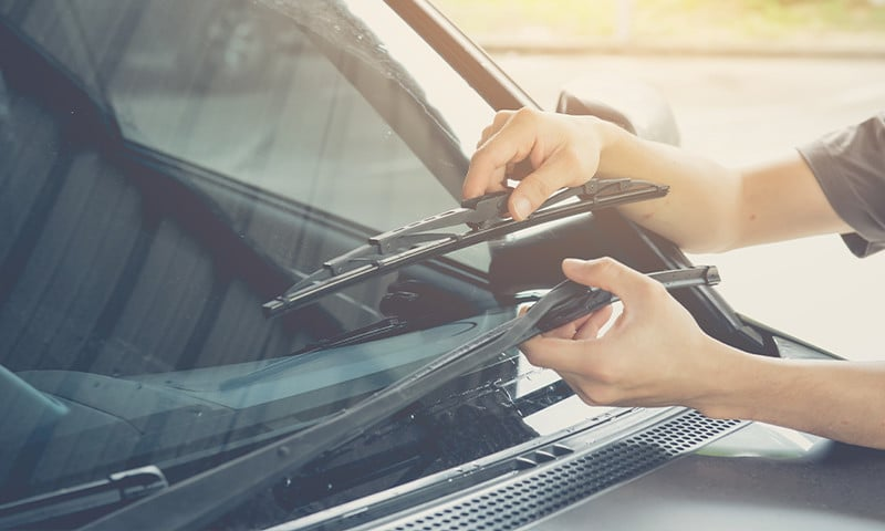 4 Suggestions on How to Make Your Windshield Wipers Work Well